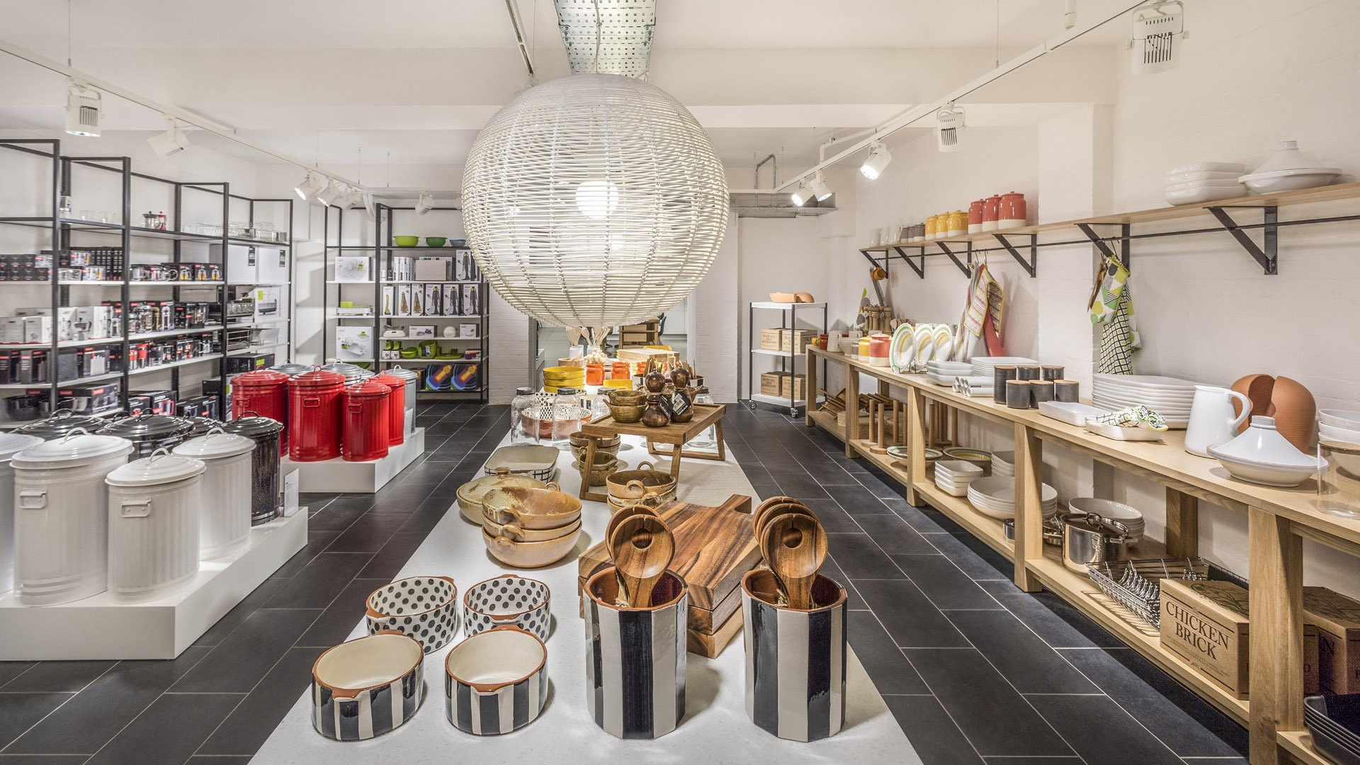 styling-and-shooting-interior-for-retail-space