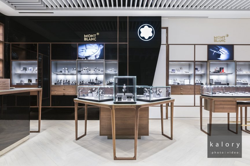 fashion brand retail space picture