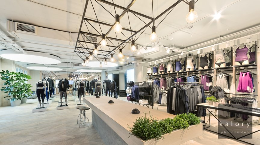 retail photographer specialist of flagship store